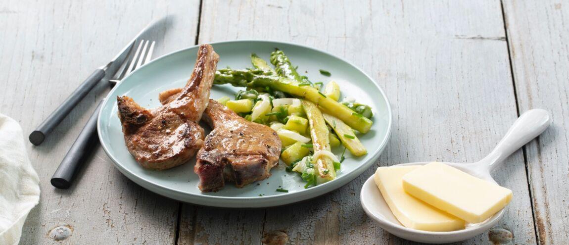 Côte d'agneau aux asperges vertes : la recette simple et