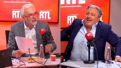 """Déchaîné, Christian Clavier torpille la chronique de Pascal Praud sur RTL : """"Il vient nous emmerder la vie !"""" (VIDEO)"""