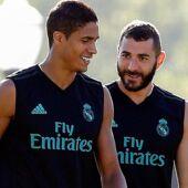 Karim Benzema torse nu et Raphael Varane en slip : les Français du Real Madrid font sensation sur Instagram (PHOTO)