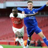 Football : un jeune d'Arsenal quitte le terrain en pleurs après les insultes racistes d'un adversaire (VIDEO)