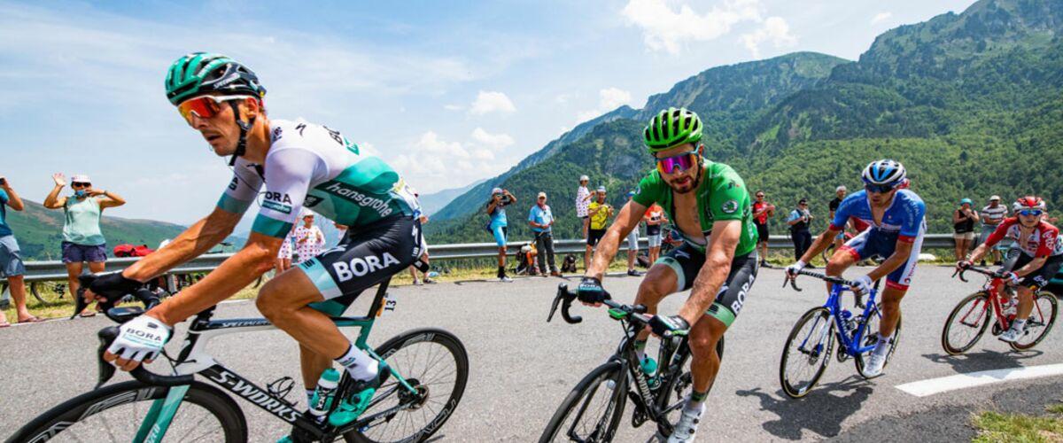 Tour de France 2019 : Peter Sagan signe un autographe... en pleine ascension ! (VIDEO)