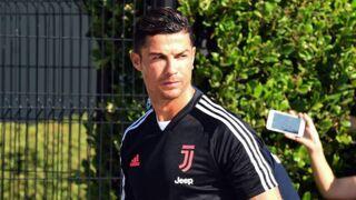 Le geste fou de Cristiano Ronaldo face à des policiers (VIDEO)