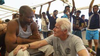 Richard Gere : à bord du bateau Open Arms, il soutient les migrants coincés en Méditerranée (PHOTOS)