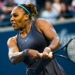 Serena Williams fond en larmes, avant d'être réconfortée par son adversaire (VIDEO)