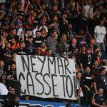 Neymar : le divorce avec les supporters du PSG est consommé, banderoles hostiles et insultes au Parc des Princes