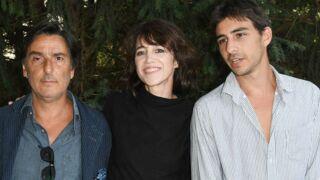 Charlotte Gainsbourg et Yvan Attal posent avec leur fils Ben au Festival d'Angoulême (PHOTOS)