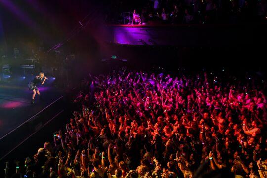 Taylor Swift a enflammé l'Olympia en offrant un concert puissant entre pop énergique et show intimiste !