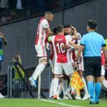 Ligue des Champions : un joueur de l'Ajax Amsterdam gifle un coéquipier... puis l'embrasse ! (VIDEO)
