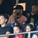 Football : Mbappé et Neymar complices dans les tribunes pendant la victoire du PSG face au Real Madrid (PHOTOS)