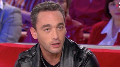"""Michel Drucker troublé par Jean-Baptiste Guégan dans Vivement dimanche prochain : """"C'est Johnny, c'est fou !"""" (VIDEO)"""