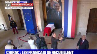 Les internautes très choqués par l'attitude déplacée de certains anonymes durant l'hommage à Jacques Chirac aux Invalides