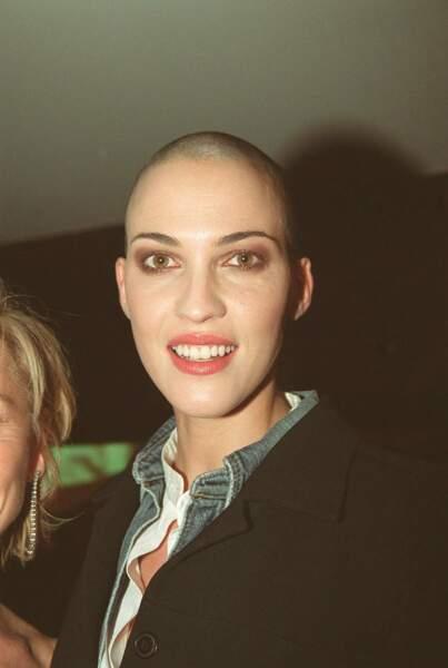 En 2004, révolution capillaire ! La jeune femme se rase le crâne pour son rôle dans Immortel, ad vitam