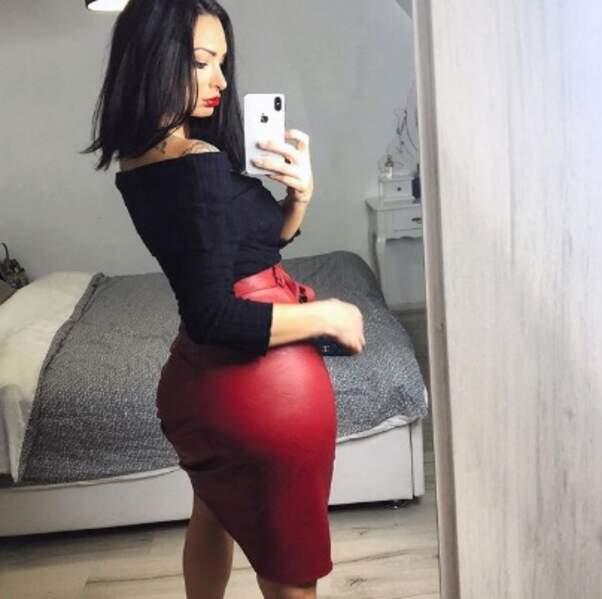 Sexy : Emilie Nef Naf de face et de fesses.