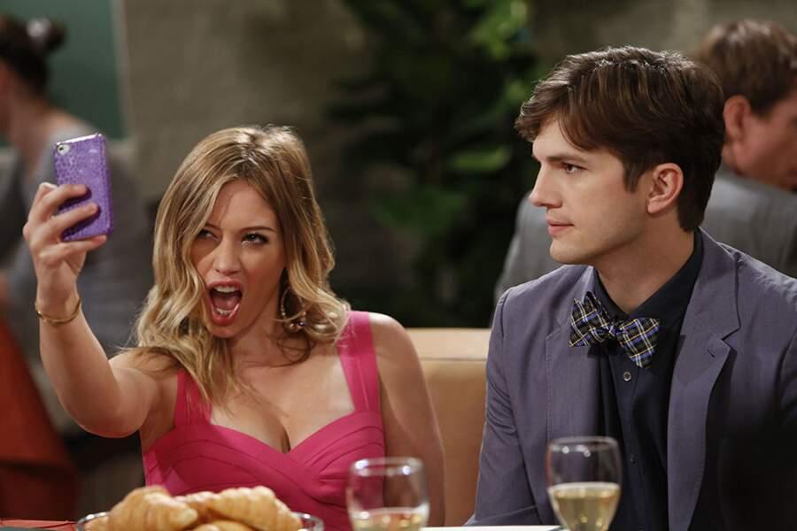 En 2013, elle joue les bimbos sexy dans un épisode de Mon oncle Charlie
