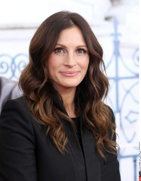En 2010, elle passe au brun pour la promo du film Mange, prie, aime