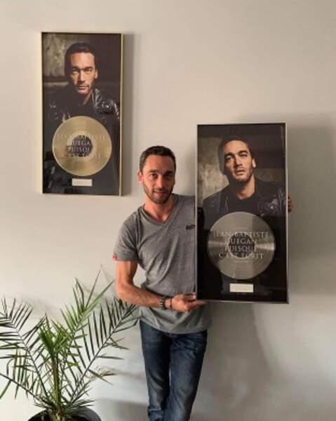 On félicite également Jean-Baptiste Guégan, dont l'album Puisque c'est écrit a été couronné d'un disque de platine.