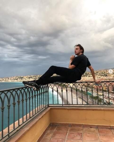 Installez-vous aussi confortablement que Roméo Elvis car c'est parti pour ce diaporama spécial Instagram !