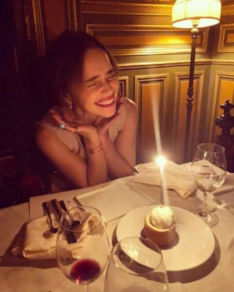 Un joyeux anniversaire à Emilia Clarke, 33 ans et toutes ses dents.
