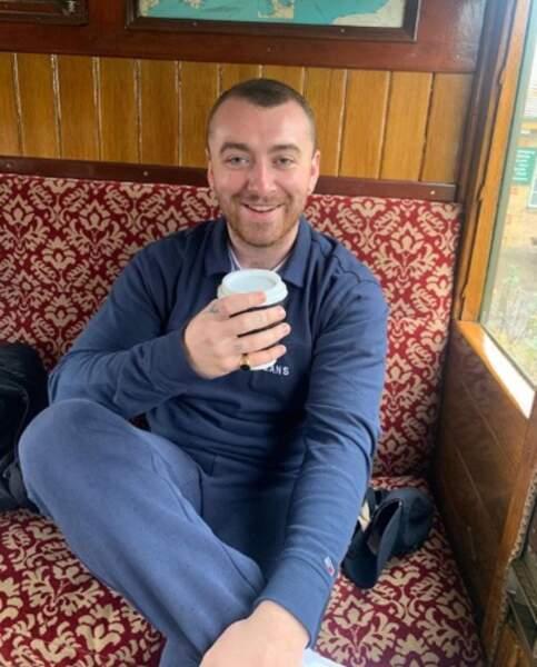 Un petit café peut-être ? C'est Sam Smith qui régale.