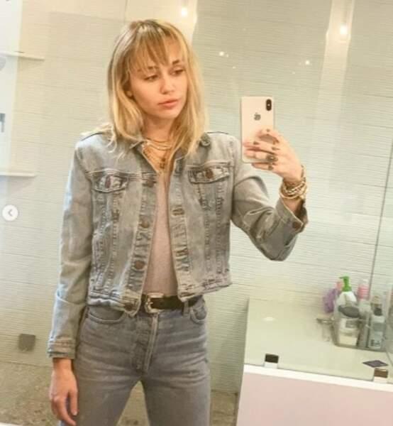 Total look jeans pour Miley Cyrus.