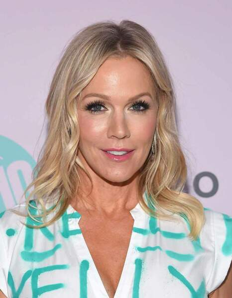 En 2019, elle a aussi retrouvé ses anciens partenaires de Beverly Hills dans une nouvelle série où les acteurs jouent leur propre rôle avec autodérision.