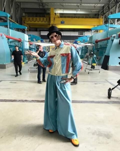 Point mode et beauté : Roméo Elvis dans la peau de Willy Wonka.