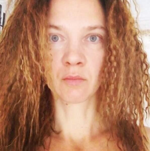 Odile Vuillemin avec les cheveux gaufrés. Vous aimez ?