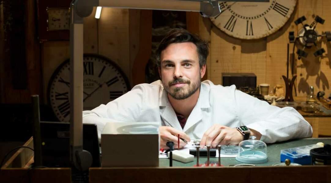 Pierre est horloger, il a même abandonné ses études de médecine pour se consacrer à cette passion