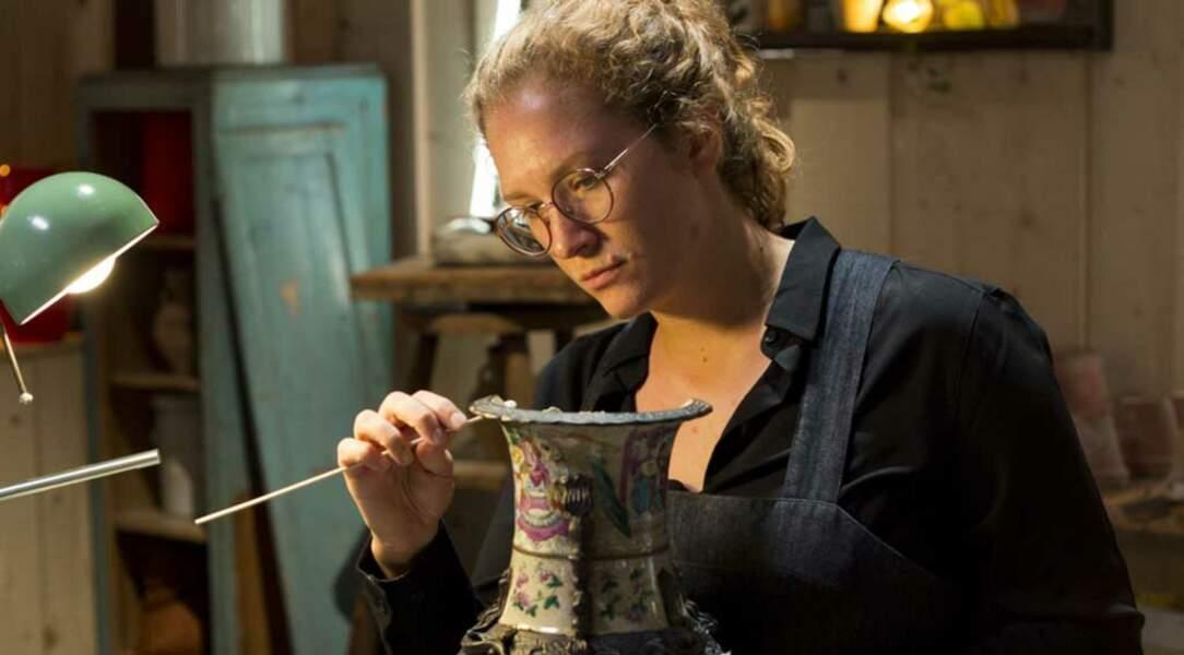 Laura, elle, s'est laissée séduire dès son adolescence, par la restauration en céramique.