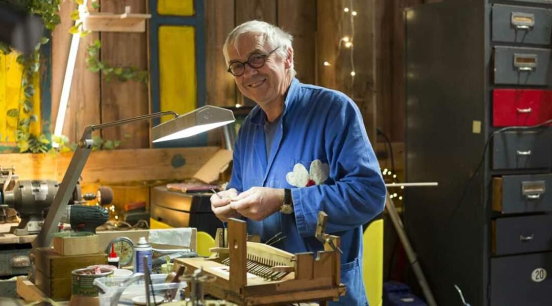 Jean-Michel, bricoleur touche-à-tout, est le spécialiste en mécaniques en tous genres.