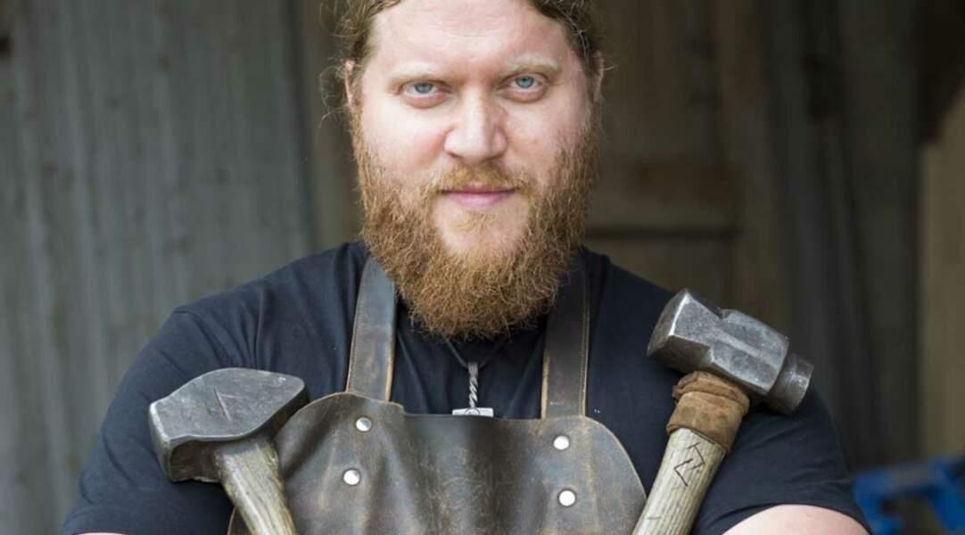 Julien est forgeron mais aussi ferronnier d'art…