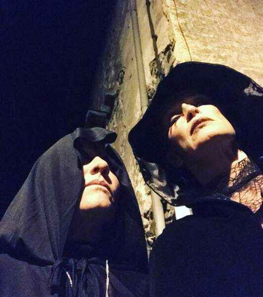 Estelle Lefébure en mode sorcière