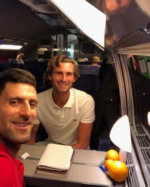 Novak Djokovic a pris le train avec son frère Marko.