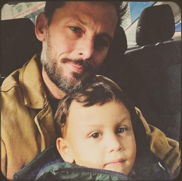 Nicolas Duvauchelle et son fils Andrea.