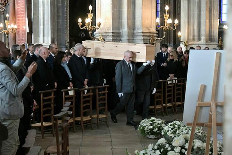 Ses proches étaient réunis en l'Eglise Saint-Eustache pour un dernier adieu, avant son inhumation dans la plus stricte intimité.