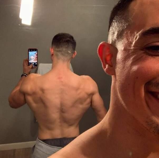 Vous en rêviez, Tibo InShape l'a fait : un selfie de son dos !
