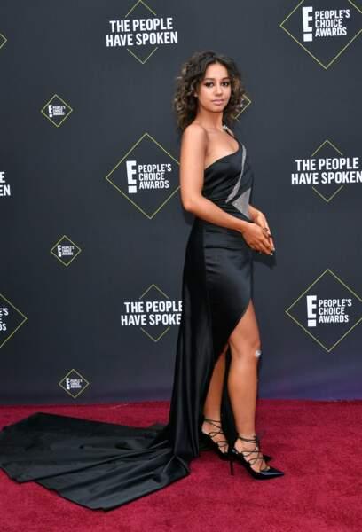 L'influenceuse française Lena Situations sur le tapis des E! People's Choice Awards à Los Angeles le 10 novembre 2019