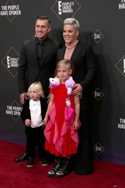 La chanteuse était venue accompagnée de son mari Carey Hart et de leur deux enfants : Willow, 8 ans et Jameson, 2 ans.