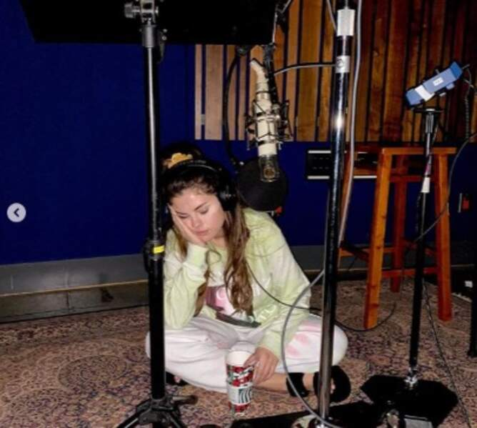 On espère que vous avez plus la forme que Selena Gomez en studio.