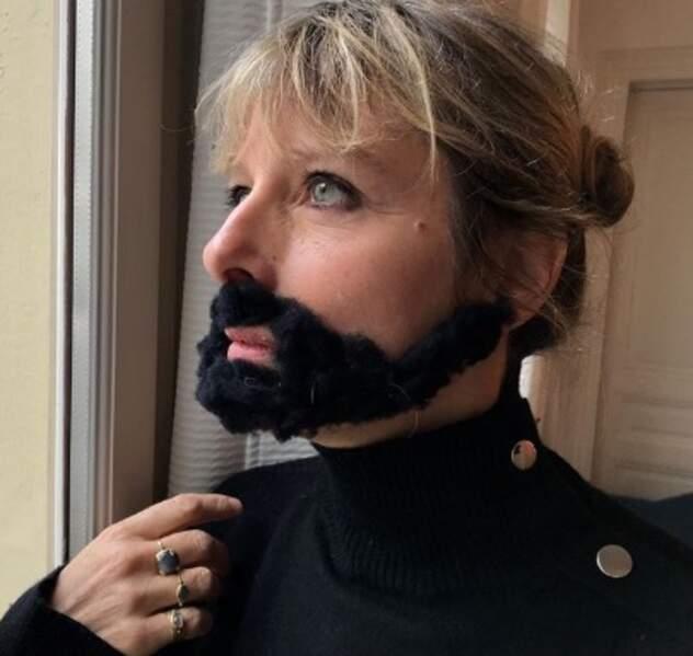 Karin Viard s'est prise pour Conchita Wurst.