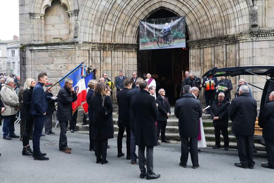 La foule était nombreuse pour les obsèques de Raymond Poulidor