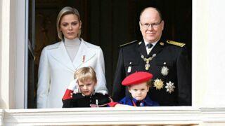 Fête nationale monégasque : tenue de carabinier, premier salut militaire… le show du petit Jacques de Monaco  (PHOTOS)