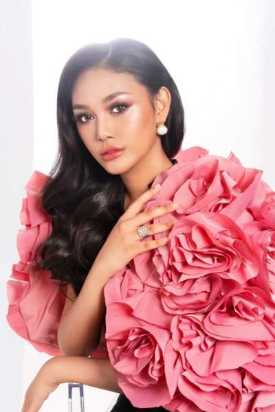 Miss Indonésie : Princess Mikhaelia Megonondo