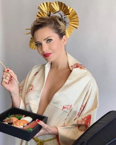 Et nouvelle photo coulisses du calendrier spécial Japon de Clara Morgane ! Un petit sushi ?