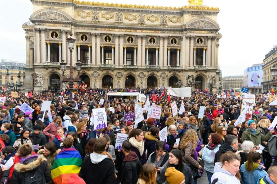 Vue générale de la manifestation lors de son passage devant l'Opéra de Paris