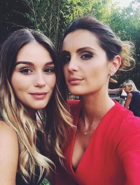 Elle est très proche de sa sœur Clara