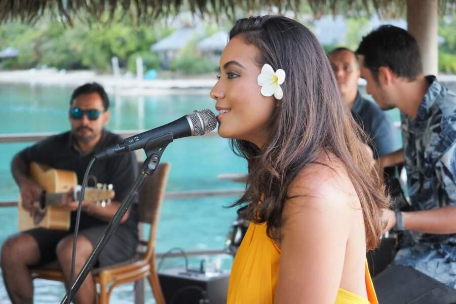 Passionnée de musique, c'est dans cet univers qu'elle souhaite s'épanouir