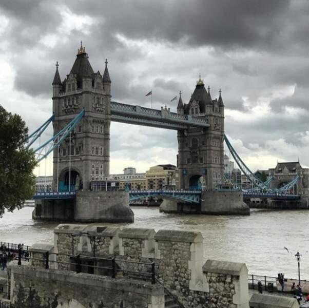 Ça change de la grisaille londonienne, une ville qu'elle adore !