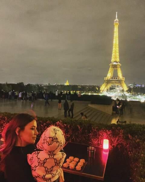 Il a même été à Paris, voir la Tour Eiffel by night