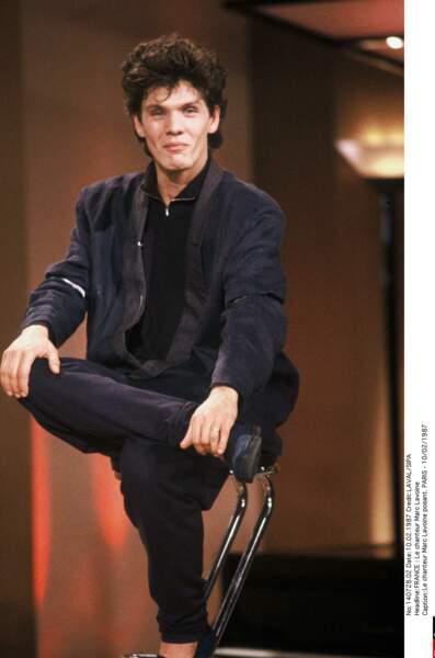 1987, cheveux plus longs pour interpréter Qu'est-ce que t'es belle en duo avec Catherine Ringer